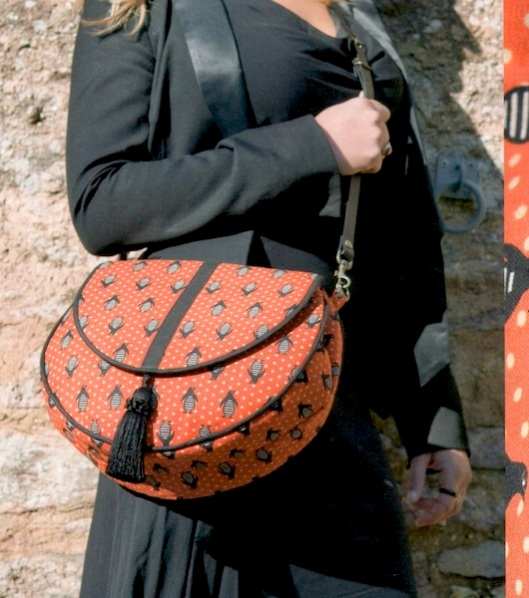 """The """"Piping Hot Hobo Bag"""" pattern by Lisa Lam"""